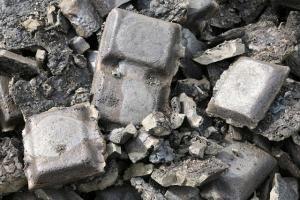 Commençons par le départ! Le nickel c'est quoi ?Le nickel est un métal blanc argenté et brillant. Il brille comme l'argent et est souvent utilisé pour plaquer des bijoux ou utilisé en alliage, celui-ci est également un métal non ferreu, comme tous les métaux non ferreux, le nickel ne peut pa...