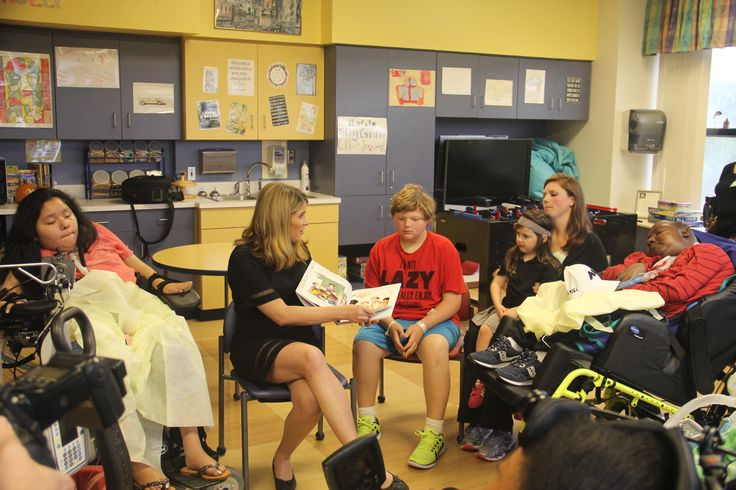 Jenna Bush Hager reading to the children at Friends of Children's Hospital in Jackson, MS.
