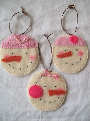 Snowman felt ornaments: Nothing more special and memorable than making your own Christmas ornaments.  = ]