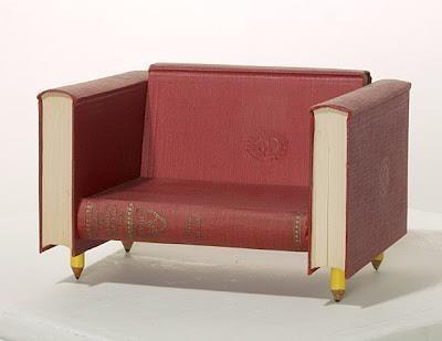 Un sofá libro de lo más original :)