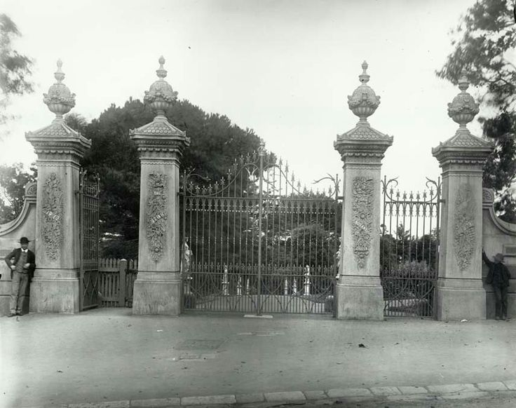 Royal Botanic Gardens gates in Sydney in 1873. •State Records of NSW• 🌹