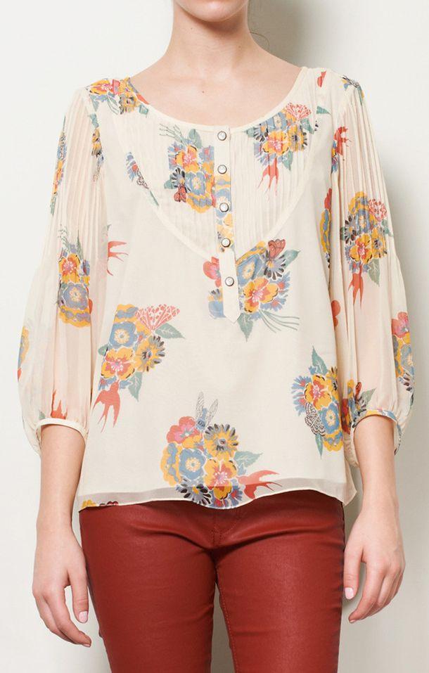 blusa floreada.