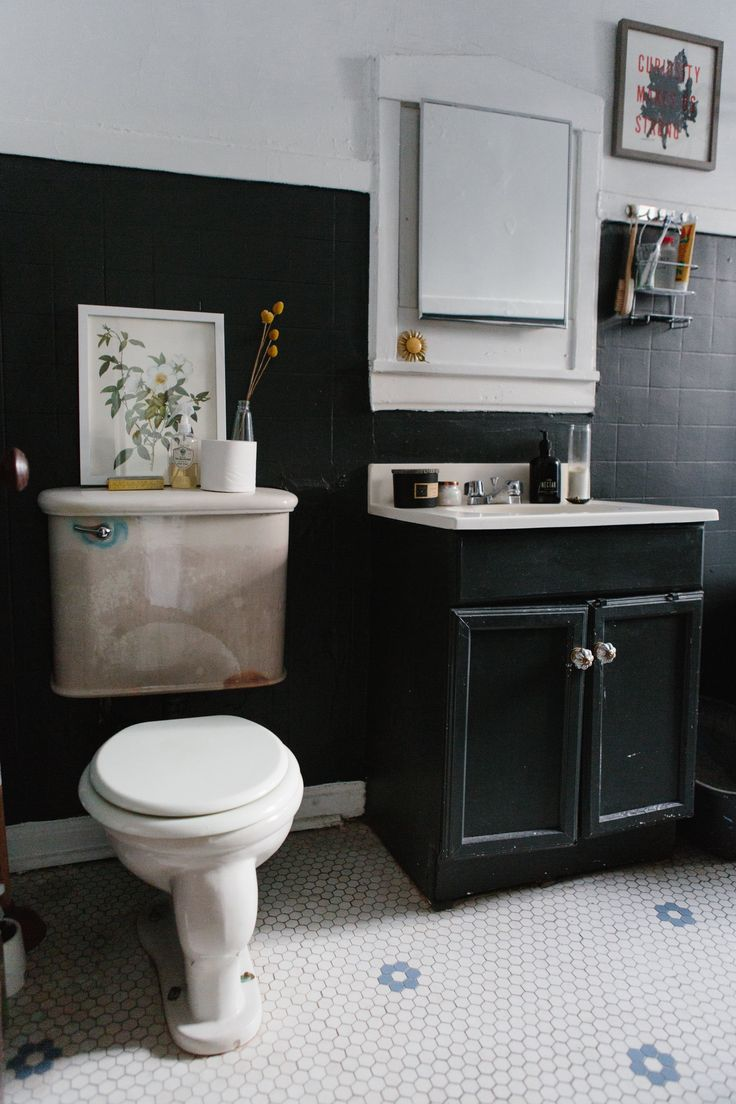 Modern gold and brass fixtures for the bathroom apartment therapy - 20 Reversible Ideas To Overhaul Your Rental Bathroom Now