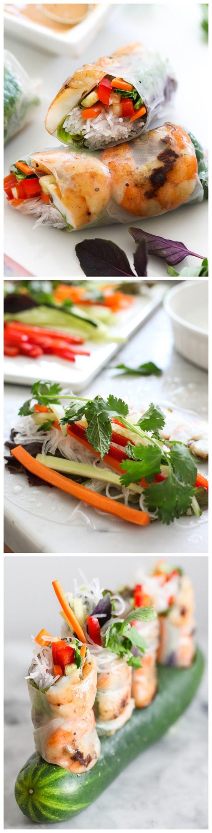Grilled Shrimp Vietnamese Spring Rolls with two dipping sauces and lots of fresh crunch. Très bonne sauce aux arachides épicés!