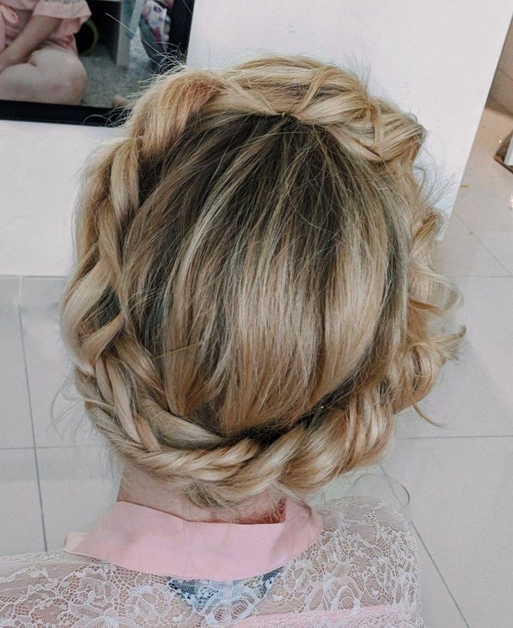 Easy Wedding Updos - tuck the ends - DIY Bridesmaid Hairstyles | If you're looking for an easy wedding updo or bridesmaid hair ideas for medium length...