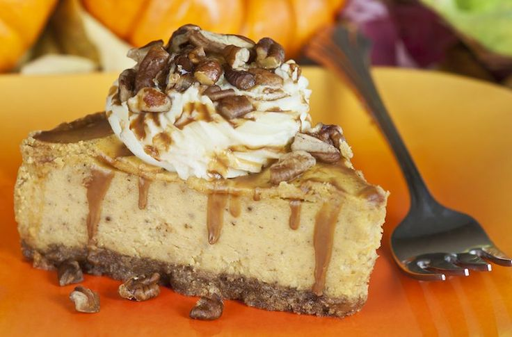 This pumpkin cheesecake with pecan praline sauce is to die for! #fall