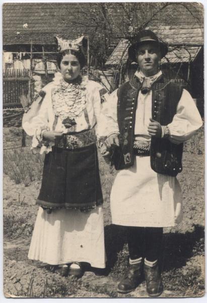 Clocotici - Costume craşoveneşti de nuntă, 1954