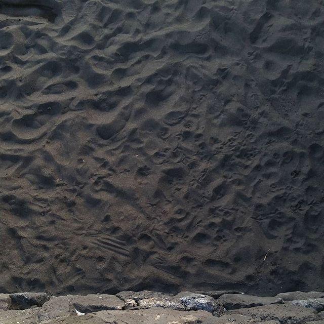 Schwarzer Sand  #sovielsand #schwarzersand #sand #insel #strand #urlaub #insel #tazacorte January 29 2018 at 01:55PM