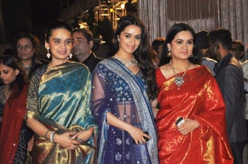 http://cdn26.us1.fansshare.com/photo/shraddhakapoor/bk-yxxfo-eeppm-shraddha-kapoor-with-mom-shivangi-kapoor-and-aunt-padmini-kolhapure-at-the-wedding-reception-of-dheeraj-deshmukh-mother-1845426642.jpg