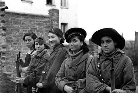LAS MUJERES Y LA GUERRILLA.. http://hilvanadoamano.blogspot.com.es/2015/07/las-mujeres-y-la-guerrilla.html
