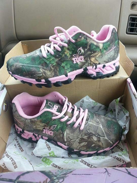 Realtree Girls Camo & Pink shoes. I want these! So freakin awesome :-)