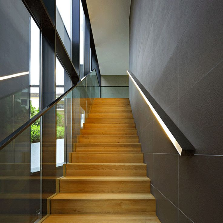 Pi di 25 fantastiche idee su illuminazione di scale su - Illuminazione scala interna ...