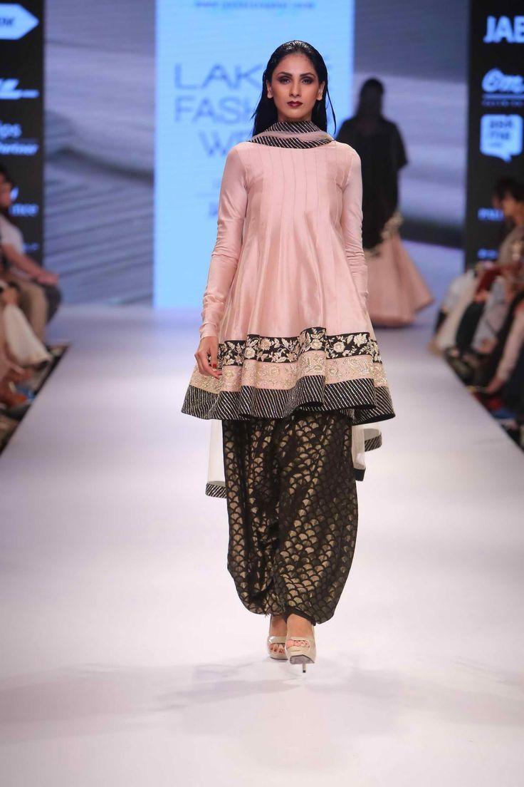 Lakmé Fashion Week – PAYAL SINGHAL AT LFW WF 2015