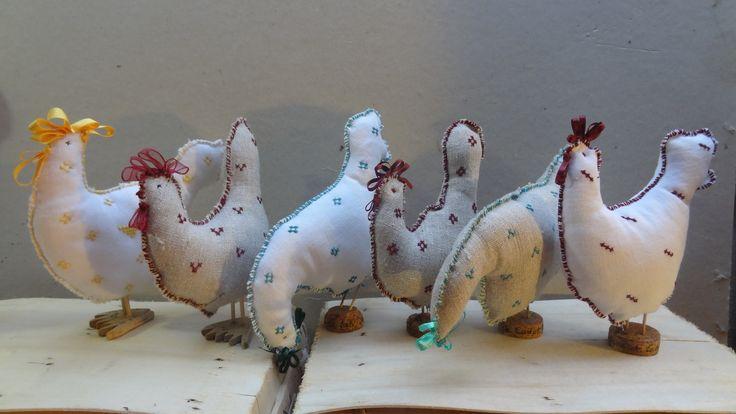 Lot de 3 petites poulettes à poser en tissus brodés. : Accessoires de maison par la-fabrique-de-cadot