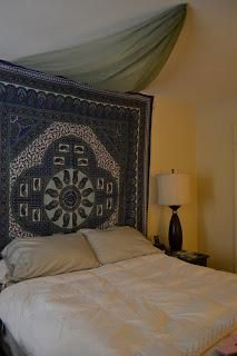 DIY Bedroom Furniture :DIY Canopy Bed : DIY Faux Canopy Bed