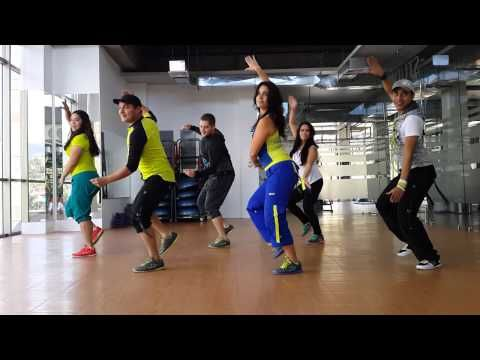 Zumba Darte un Beso (Prince Royce) by Honduras Dance Crew - YouTube