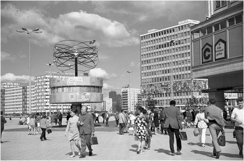 Berlím (leste): a praça Alexander, Weltzeituhr, a loja Centrum Warenhaus