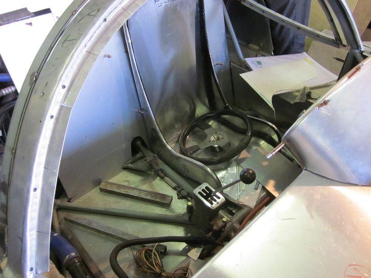 先日、ようやく少し時間が取れたので、久々に 『ノーチラススポーツカーズ』 の古川先生の工房に顔を出してきました。 例の 『サーキットの狼』 の実車版ディノ・レーシング・スペシャル (ヤタベRS) 、さらに作業が進んでいましたよ。 後ろに見えるアルミ・ボディのクルマは製...