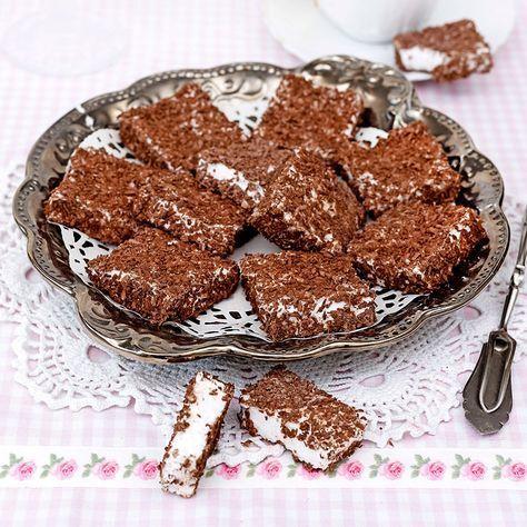 Mumsmums i rutor är urläckra skumbitar doppade i kokos och kakao.