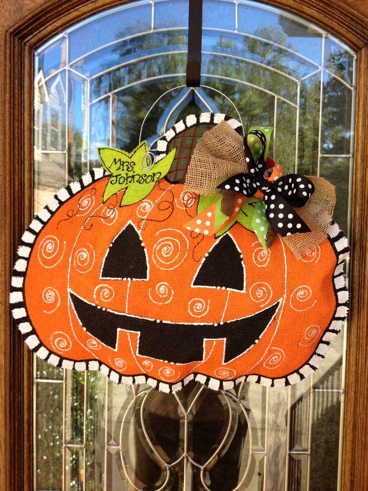 Jack o Lantern burlap door hanger @Karin Howze   We should try to make these soon!