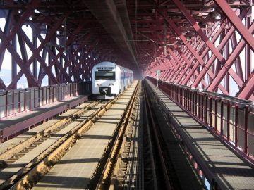 Lisboa, Ponte 25 de Abril: uma das  primeiras imagens (raras) da ferrovia da Ponte 25 de Abril.