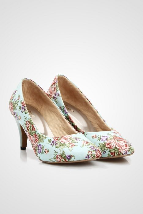 A simple pumps by Alive with a vintage inspired and feminine floral prints, this pumps is perfect for you who like to look feminine and sophisticated. http://zocko.it/LDcJB
