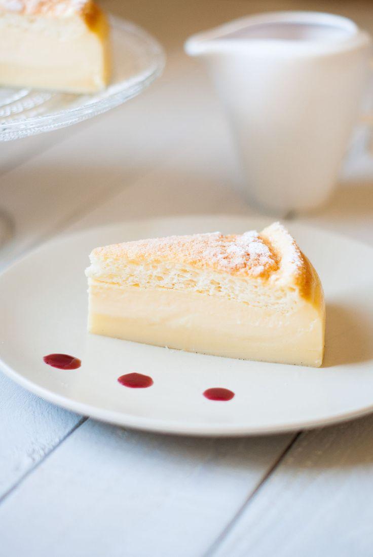 Souvent, j'entends dire: «ils sont jolis tes gâteaux Lilie, j'ai bien envie de les faire, mais ça a l'air trop compliqué…». No problemo. J'ai la solution. Un gâteau «magique» pour les pâtissiers aux deux mains gauches. Je vous assure, il est inratable. Et simple à faire. Et délicieux. Je vous vends du rêve hein? Ce gâteau est «magique» car il ne se compose que d'une seule pâte, n'a besoin que d'un seul moule… Et une fois cuit, on obtient 3 textures différentes: une base de flan, une…