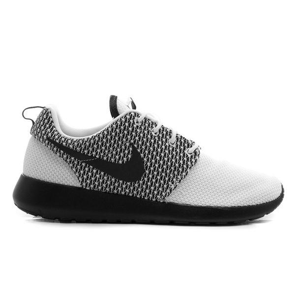 Sepatu Casual Nike Rosherun 511881-190 memiliki bantalan yang ringan dan phylon pada bagian midsole menjadikan kalian selalu nyaman menggunakan sepatu ini sepanjang hari. Harga sepatu ini Rp 799.000.