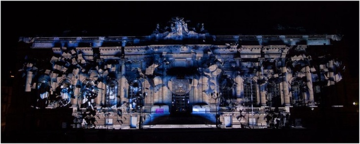 Evolucio / Onionlab is a piece that revolves around the graphic and sound abstraction of the concept it is named after: evolution. Created with 3D projection mapping techniques...Amazing!!!!