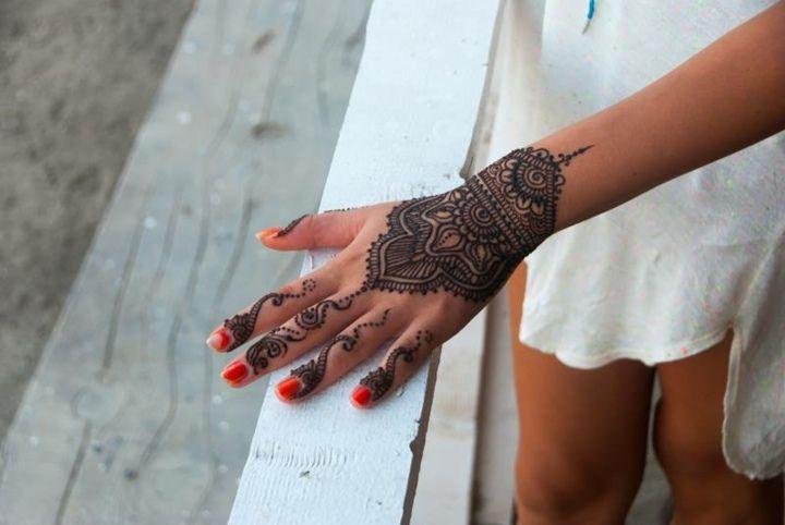 idée cool sur le tatouage poignet, doigts et main au henné
