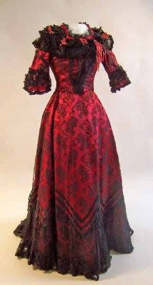 Object Name: evening dress    Place of Creation: Europe, United Kingdom, England, Greater Manchester, Cheadle Hulme  Date: 1899