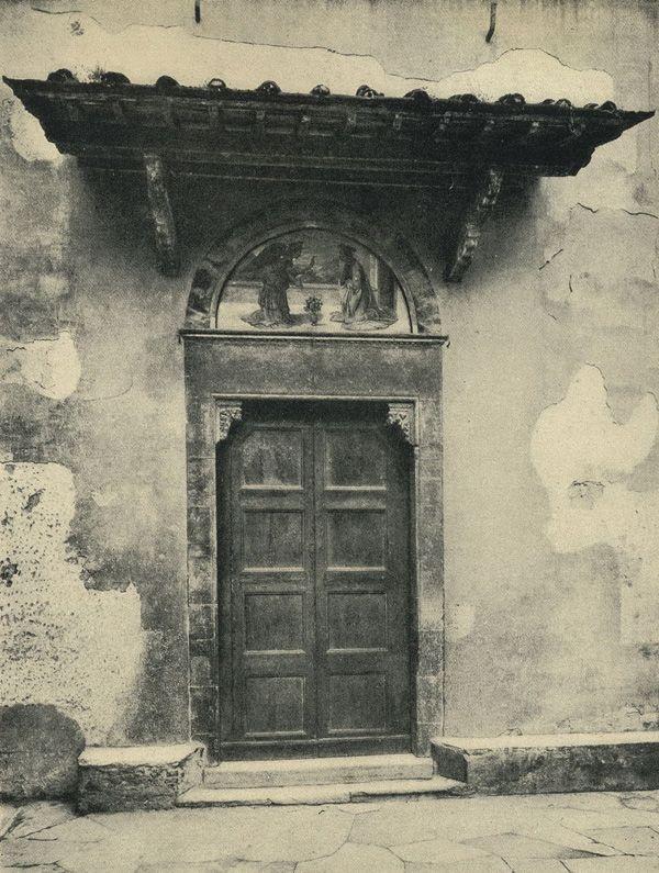 Флоренция. Дверной проем церкви в Орбетелло / 2