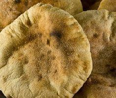 Procedimento per fare il pane arabo fatto in casa, panino morbido senza lievito, perfetto da farcire, con il procedimento per prepararlo e come conservarlo.