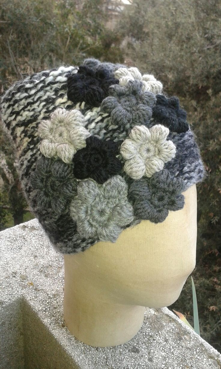 Cappello in lana lavorazione a ferri e uncinetto. Ideato e realizzato a mano da Filonellamente by Silvia Silvan.