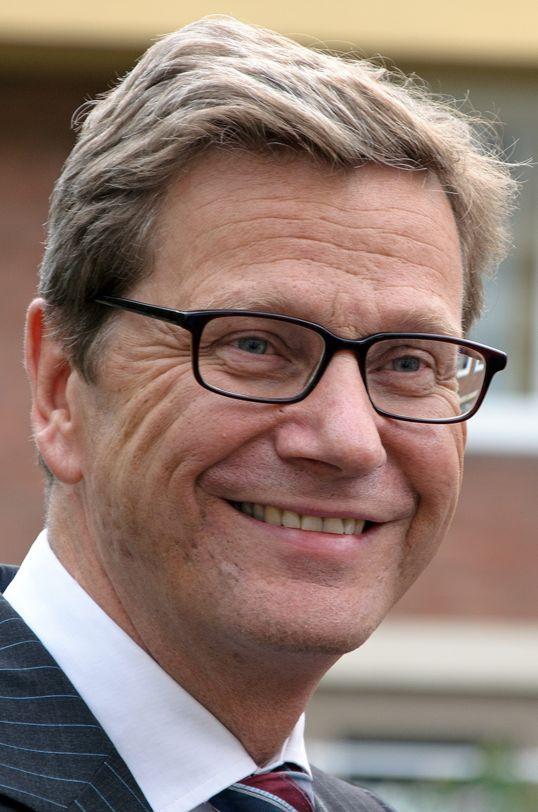 † Guido Westerwelle (54) 18-03-2016 De voormalige Duitse minister van Buitenlandse Zaken Guido Westerwelle is vrijdag overleden. De oud-voorman van de liberale FDP overleed op 54 jarige leeftijd aan de gevolgen van leukemie, maakte de Westerwelle Foundation in Berlijn bekend. Hij zat tussen oktober 2009 en december 2013 als bewindsman op Buitenlandse Zaken.