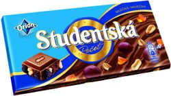Studentská pečeť is one of the best known brands from Czech Republic. I believe that only beer has better PR than this chocolate. Some people believe that it's too sweet, however, from my point of view it's perfect. Milch chocolate is always sweeter than dark one and this one consist of jellies, rosins and peanuts. Yummy!