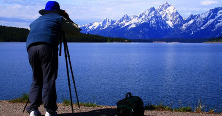 """Tutoriais do Corel Photo-Paint. O """"Corel Photo-Paint"""" é um componente da suite gráfica """"CorelDRAW"""" usado para a edição profissional de imagens. Os revisores do site """"Photography Review"""" avaliaram o Corel Photo-Paint com 4.4 de 5 pontos."""