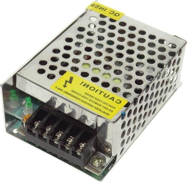 Sursa de alimentare banda LED 25W este necesara pentru conectarea unei benzi LED cu putere maxima de 25W si intensitate de varf a curentului de 2.1A.