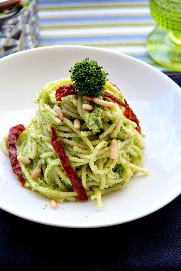Spaghetti al pesto di broccoletti