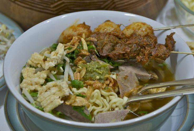 Indonesian Medan Food: Mie Sop ( Noodles Soup)