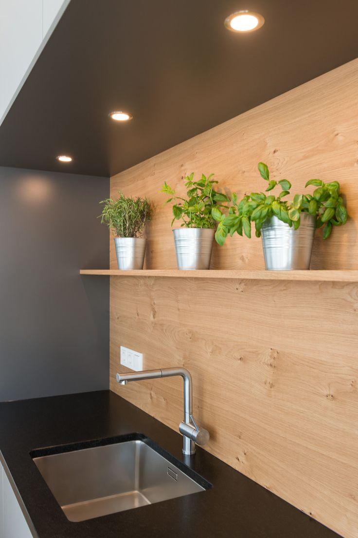 BEER Küchen.Manufaktur | Beleuchtung der Küchenrückwand mit LED-Strahler #kü…
