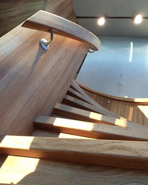 Når trappa blir mer enn ett møbel 😍 #interiør #sculpture #design #architecture #custommade #oak