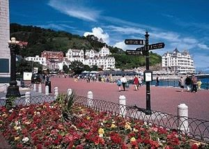 Llandundno Promenade - Win tickets for a 5-day trip to Wales in May 2015 with The Vocal Majority Chorus! Running most of the length of Llandudno's northern shore, the promenade is open to pedestrians and cyclists, and is separated from the roadway by a strip of garden. Most of Llandudno's hotels face this promenade and its incredible ocean view.