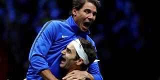 TENNIS GRAND SLAM : TENNIS NEWS : FEDERER REGALA LA LAVER CUP ALL ' EUROPA ! LE CLASSIFICHE ATP E WTA E' l'Europa ad aggiudicarsi la prima edizione della Rod Laver Cup, gara di tennis a squadre fra i team del Vecchio Continente e del Resto del Mondo. Alla O2 Arena di Praga, Roger Federer ha reg #tennis #grandslam #lavercup #classifiche