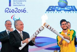 Blog Esportivo do Suíço:  Em Brasília, Yohansson acende tocha paralímpica ao lado de Michel Temer
