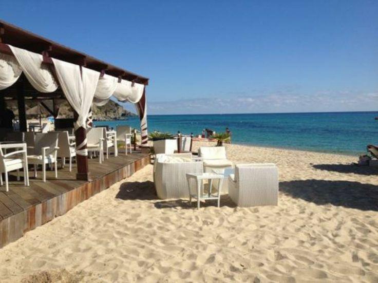 Maklas Restaurant - Cala Sinzias (CA), Italy http://www.hotelsinsardinia.org/gastronomy/restaurants/beach/