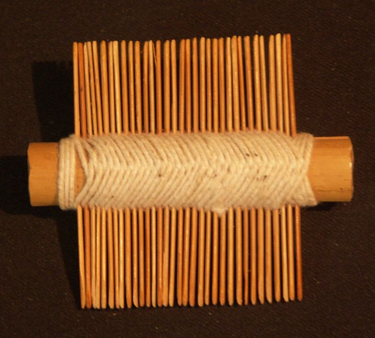 joli petit peigne m tier tisser ou poux en bois l ger et fil de coton 7cm ebay. Black Bedroom Furniture Sets. Home Design Ideas