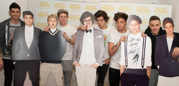tehehe...p.s. did anyone else notice how small Niall's head is in the cut-out?
