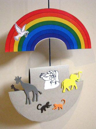 Noe: el de la izquierda es el molde del arcoiris y el de la derecha el molde del arca (doblarlo en dos). Se usa como móvil que cuelga del t...