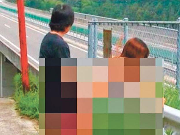 Gambar aksi terlampau tepi laluan motosikal ini bukan dari Malaysia   Satu gambar pasangan sedang melakukan hubungan seks disebarkan oleh orang ramai yang didakwa berlaku di tepi laluan motosikal lebuh raya Changkat Kledang Jawi Pulau Pinang.  Gambar aksi pasangan yang melakukan perbuatan tidak bermoral itu dimuat naik ke sebuah portal berita selepas seorang pembaca mengirimnya melalui emel kerana berang dengan kelakuan terkutuk itu ketika melalui lebuh raya berkenaan.  Pihak polis menafikan…